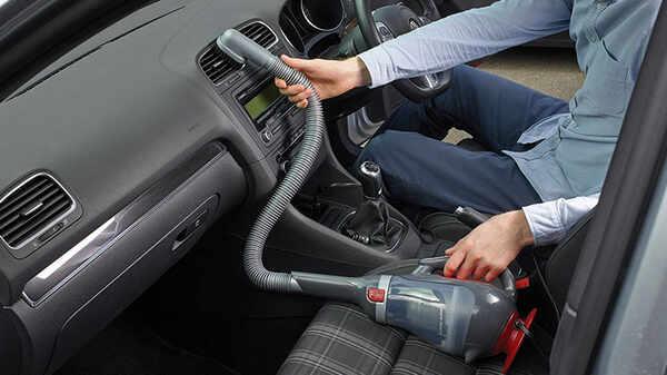 Dustbuster Auto : les aspirateurs Black+Decker pour nettoyer l'intérieur de votre voiture