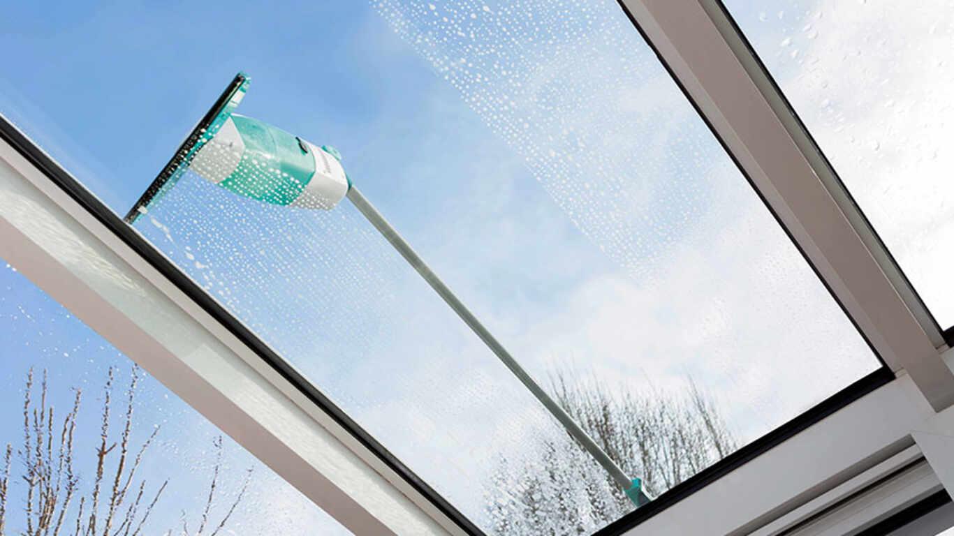 La promesse de vitres étincelantes avec le nettoyeur de vitres de Leifheit